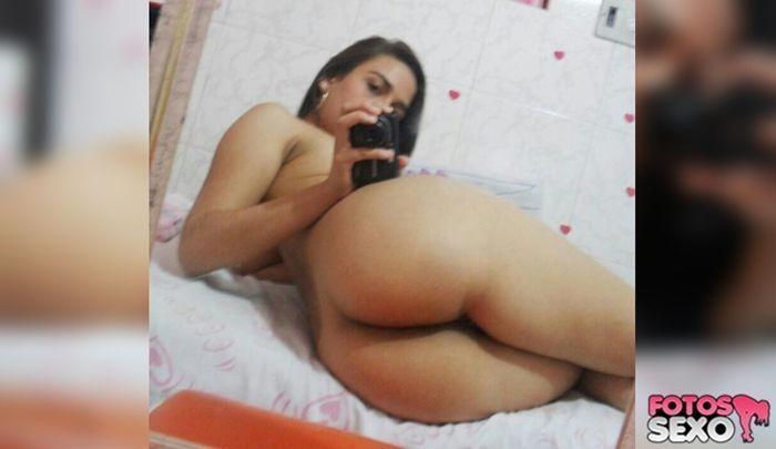 Tamires gostosa tirando Selfies