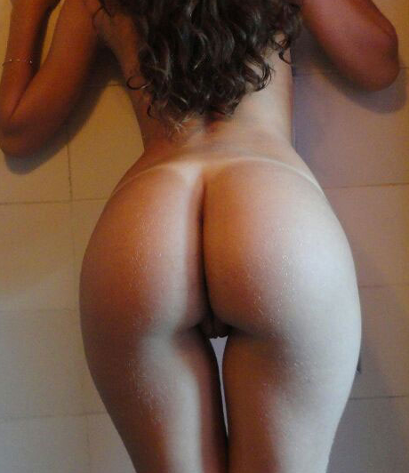 Novinha nua bronzeada de bunda grande perfeita