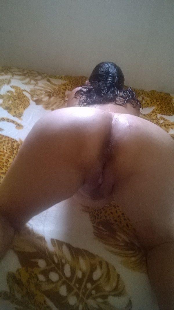 Letícia peladona mostrando sua buceta e sua bunda grande