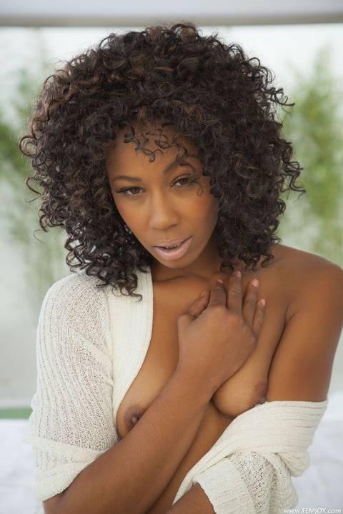 Fotos porno amadoras de uma negra magrela gostosa pelada
