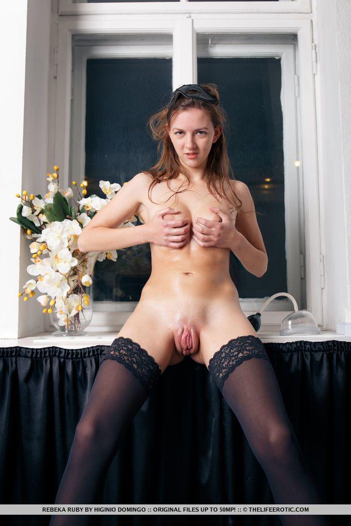 Fotos de Novinha Bucetuda se Masturbando