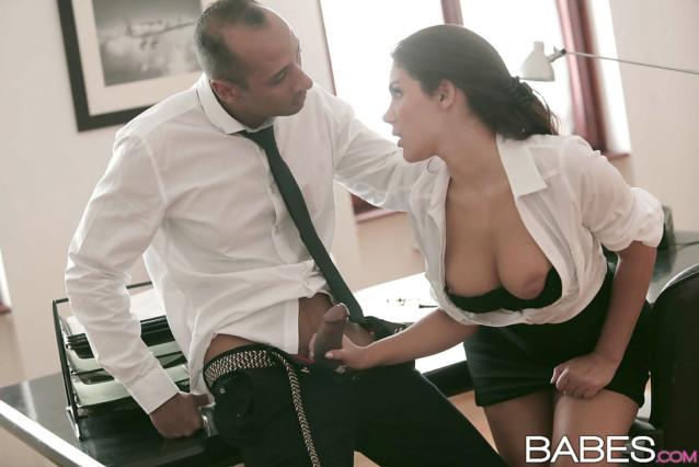 Patrão comendo sua secretária gostosa